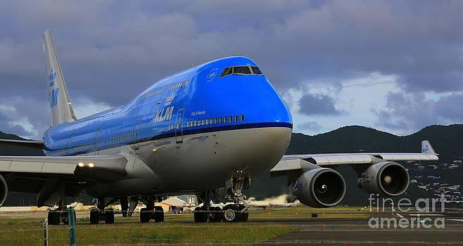 Aircraft 747 by Mina Isaac