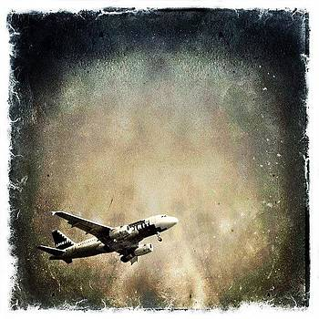 #airplane #airport #sky #mextures by Lauren Dsf