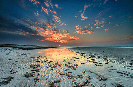 Al Hamra Sunset by Robert  Aycock