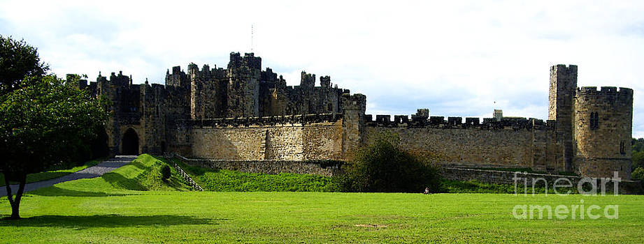 Alnwick Castle by Malcolm Suttle