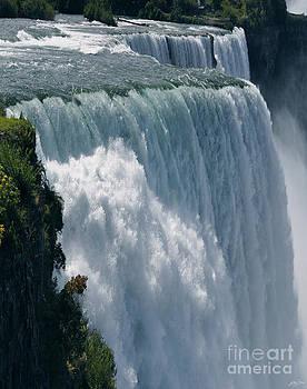 American Falls - Niagara by Skye Ryan-Evans