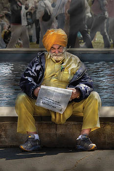 Mike Savad - Americana - People - Casually reading a newspaper