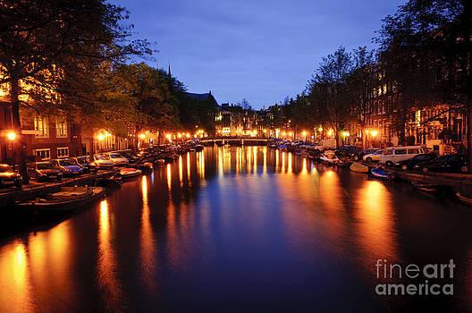 Oscar Gutierrez - Amsterdam canal at night