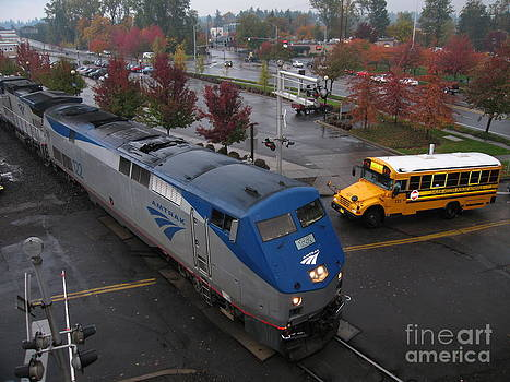 Amtrak 122 in Salem by James B Toy