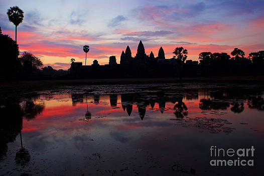 Angkor Wat at sunrise by Pete Reynolds