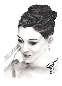 Anne Hathaway by Rosalinda Markle