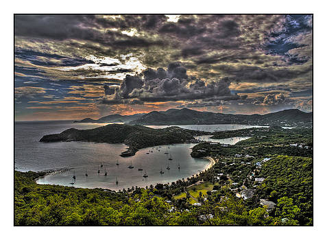 Antigua Saturated by Alfredo Machado