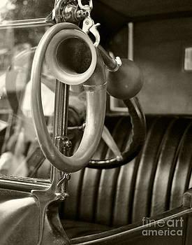 Leslie Cruz - Antique Auto Horn