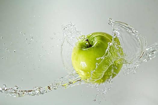 Apple splash by Philipe Kling David