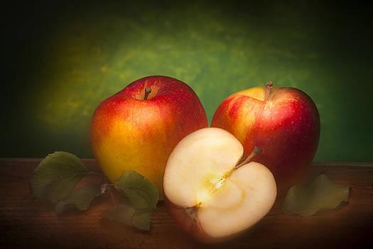 Apples by Martin Joyful