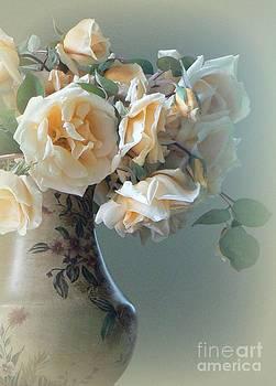 Diana Besser - Apricot Bouquet