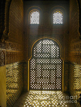 Patricia Hofmeester - Arched and ornate window in Alhambra palace