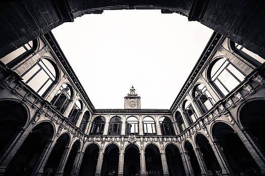 Architecture in Bologna by Pedro Nunez