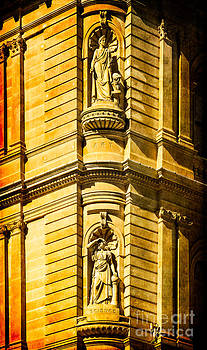 Art and Science in harmony - textured Sydney sandstone statues on a building by David Hill