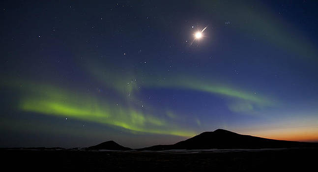 Aurora Borealis by Stefan  Gudmundsson