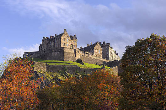Ross G Strachan - Autumn at Edinburgh Castle
