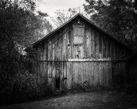 Lisa Russo - Autumn Barn in Black and White