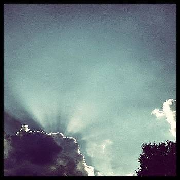 Awesome #sky ! #sunrays #cloud #sunset by Greta Olivas