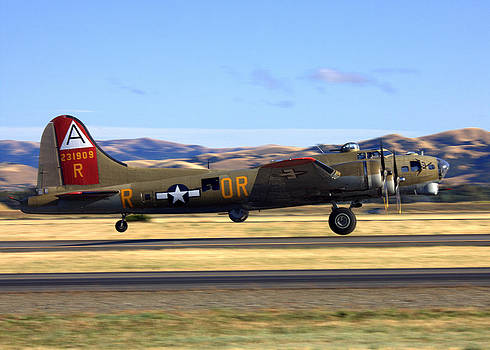 John King - B17 Flying Fortress Departs Livermore KLVK