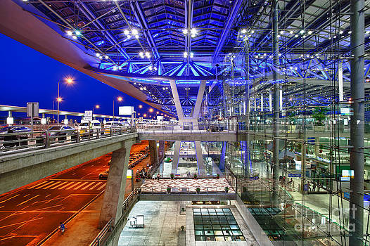 Fototrav Print - Bangkok airport at night