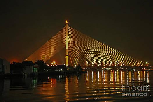 Bangkok by night by Jean-Luc Baron