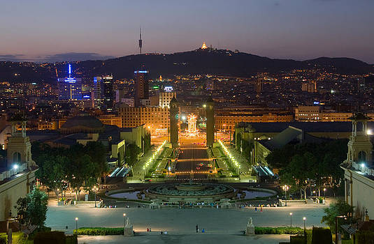 Barcelona in the Night by Viacheslav Savitskiy