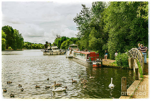 Lenny Carter - Barges and Boats on the River Thames Marlow