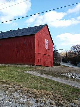 barn in entrance of Snow Creek  by Dustin Soph