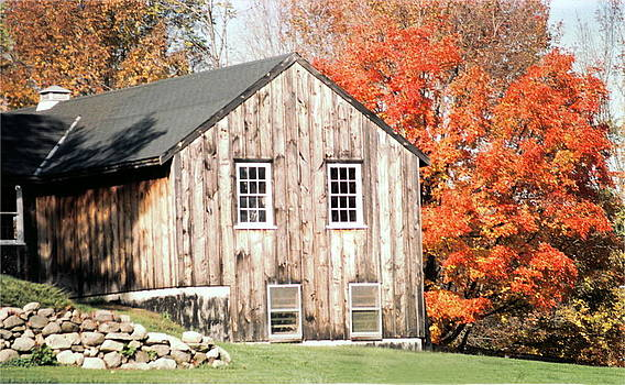 Marv Russell - Barn in the Autumn