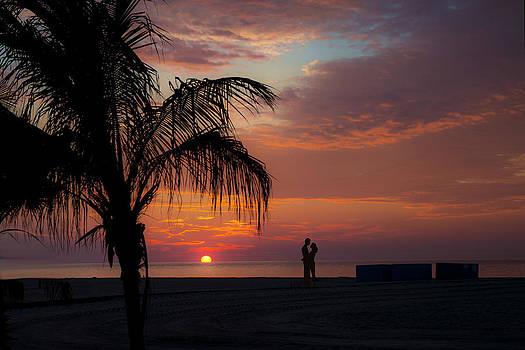 Beach Lovers by Wayne Letsch