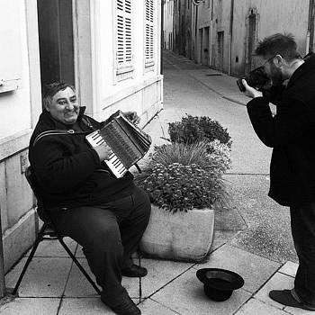 #beaune #france #streetmusician by Sarah Dawson