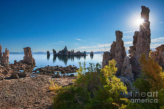 Jamie Pham - Beautiful sunrise view of the strange Tufa Towers of Mono Lake.