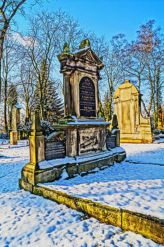 Alexander Drum - beautiful tomb stone