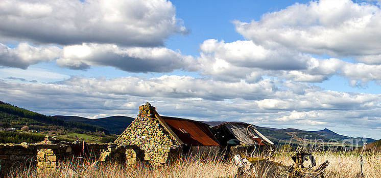 Liz  Alderdice - Bennachie with Derelict Steading