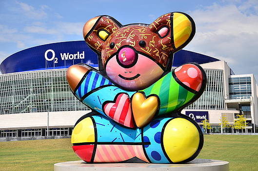 Gynt - Berlin bear and O2 world