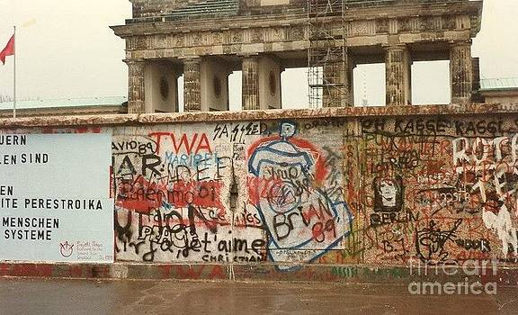 Berlin Wall by Kevin Croitz