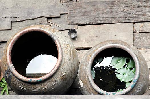 Big water jar by Pong Am