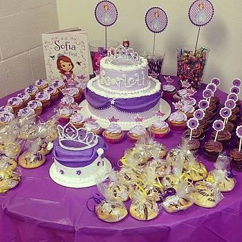 #birthday #cute #purple #cupcakes by Leanne H
