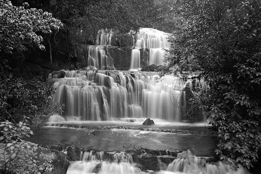 Black and white waterfall by Tomas Mahring
