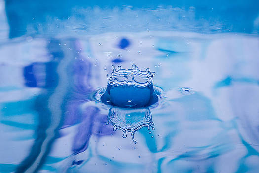 Dwayne Schnell - Blue Crown Water Drop Splash