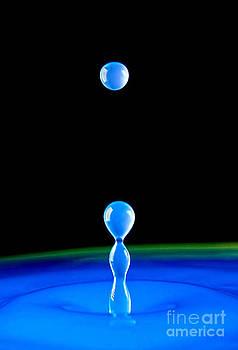 Blue drops by Philipe Kling David