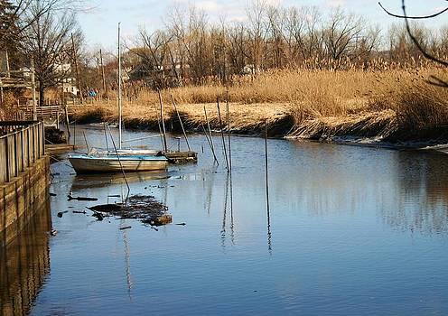 Robin Mahboeb - boat in piermont