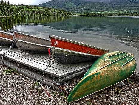 Gregory Dyer - Boats on the shore of Pyramid Lake