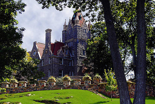 Linda Rae Cuthbertson - Boldt Castle in Thousand Islands