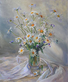 Bouquet of daisies by Galina Gladkaya