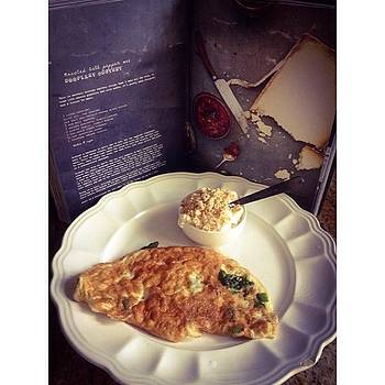 Breakfast. #eggwhiteomelettes #spinach by Alexis Johnson
