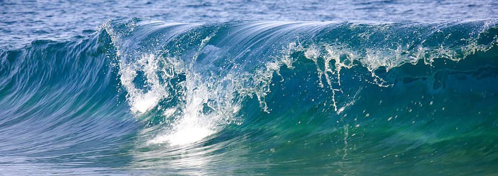 Breaking wave by Ivan SABO