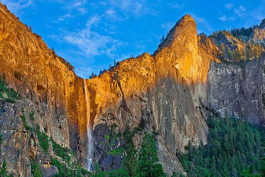 Bridalveil Falls by Fernando Margolles