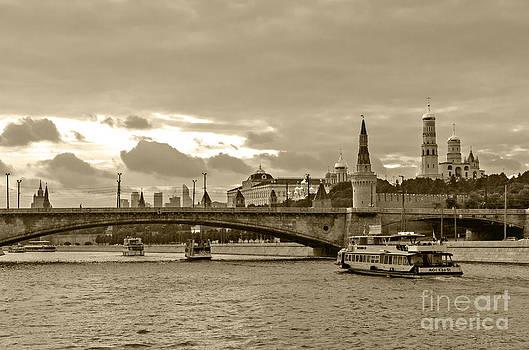 Pravine Chester - Bridge over Moskva