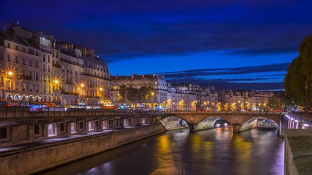 Vyacheslav Isaev - Night view on Saint-Michel bridge over Siene Paris